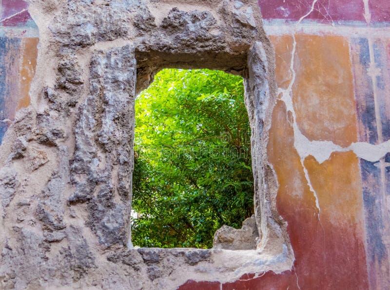 Fenêtre antique à Pompeii, Italie photographie stock