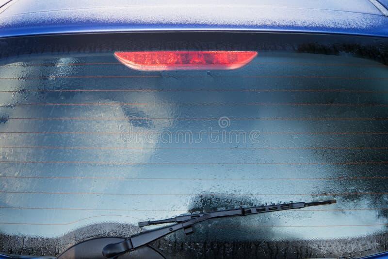 Fenêtre arrière congelée de voiture image stock