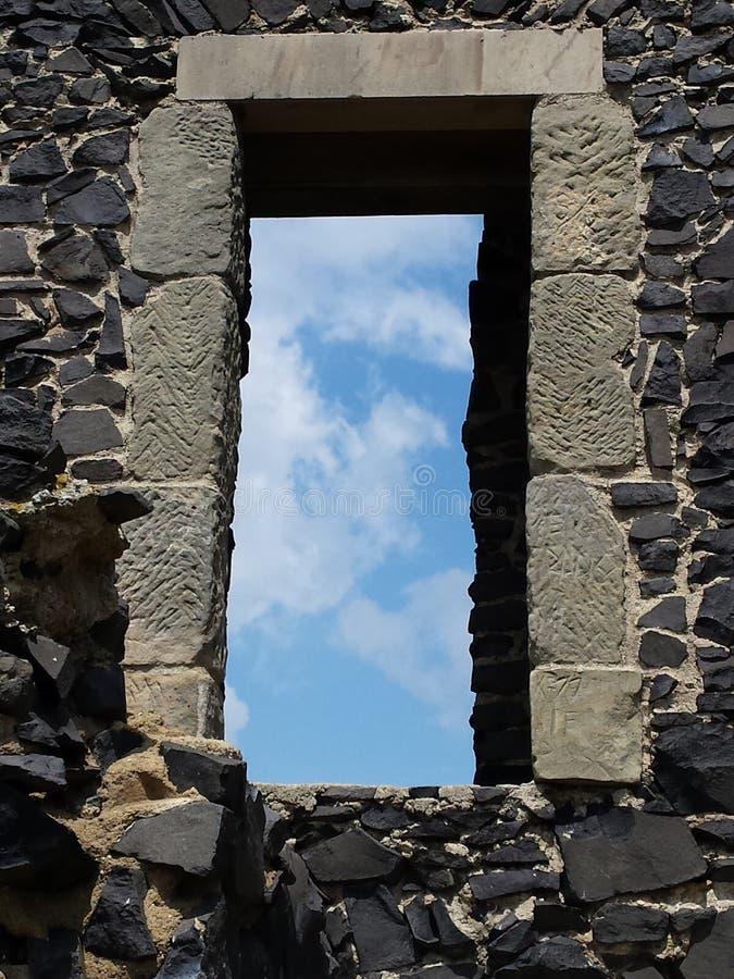 Fenêtre au ciel photographie stock
