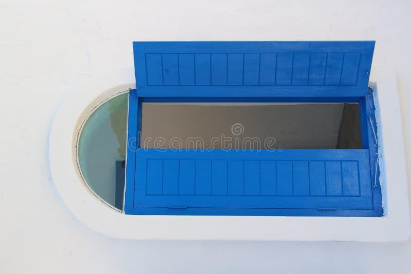Fenêtre bleue photographie stock