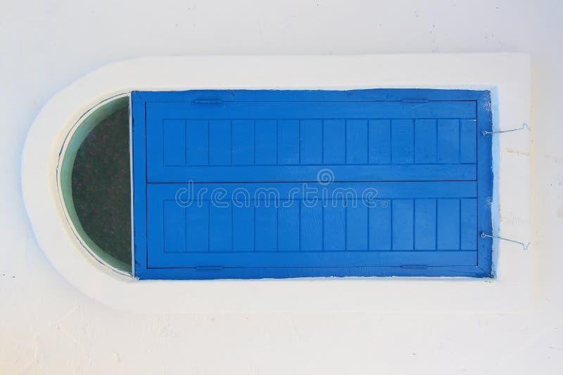 Fenêtre bleue photos stock