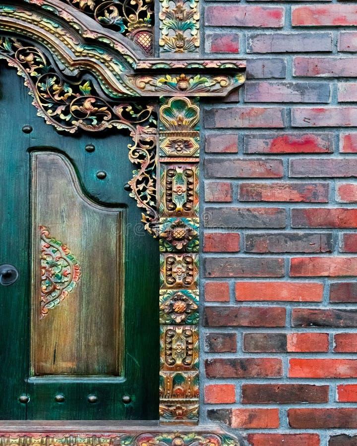 Fenêtre découpée par Balinese en bois photos libres de droits