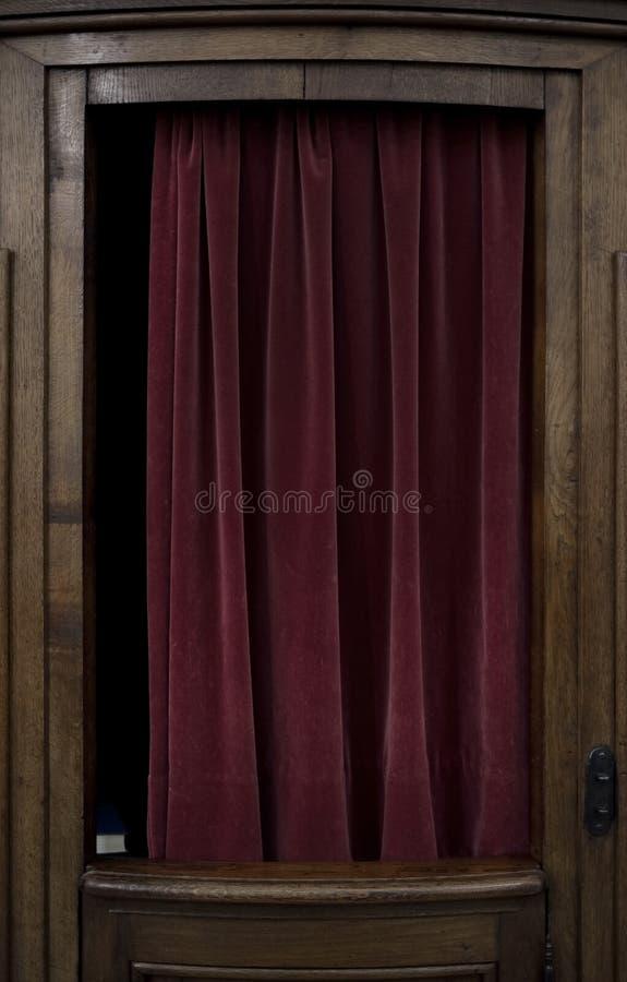 Fenêtre d'une cabine confessionnelle photo libre de droits