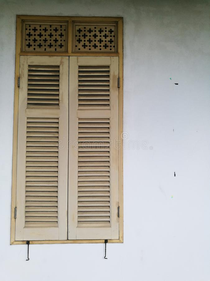 fenêtre dans le vieil hôtel de ville photo libre de droits