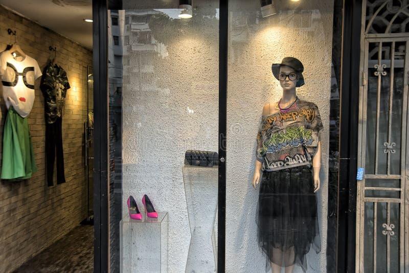 Fenêtre de boutique de boutique de mode photos libres de droits