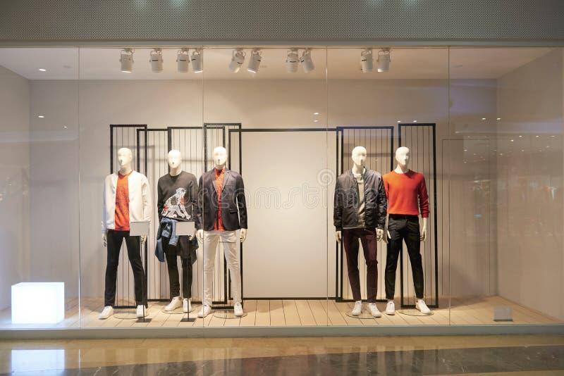 Fenêtre de boutique de la mode de l'homme photographie stock libre de droits
