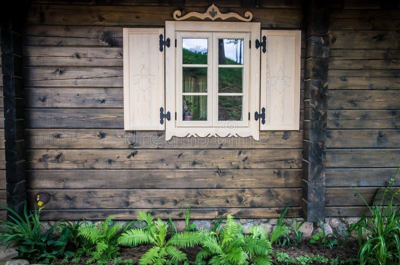 Fenêtre de cottage images libres de droits