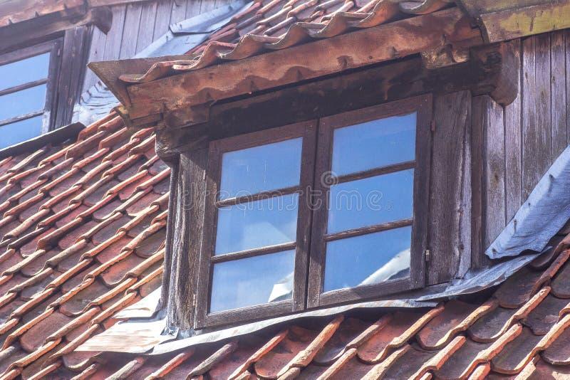 Fenêtre de dessus de toit photos stock