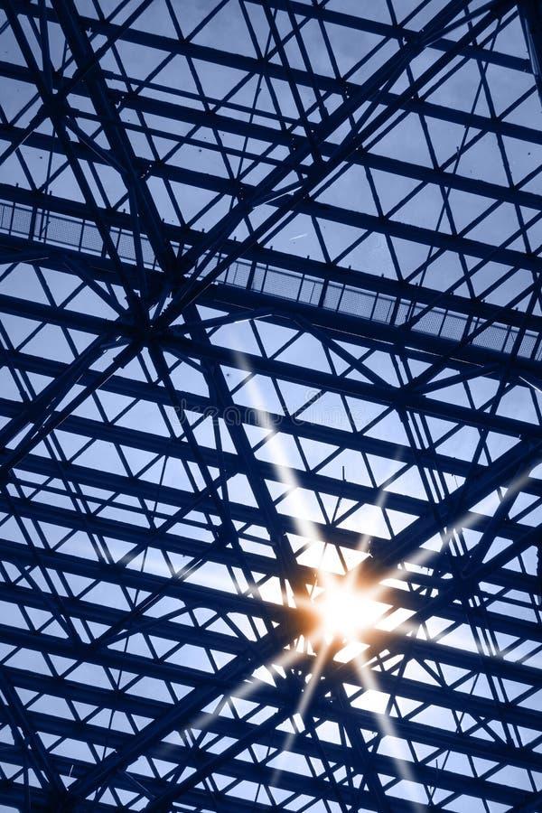 Fenêtre de lucarne avec l'éclat du soleil photo libre de droits