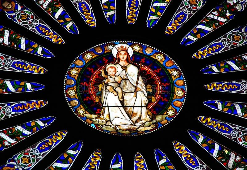 Fenêtre de mosaïque de cathédrale de Saint-Laurent à Gênes, Italie photos stock
