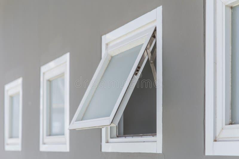 Fenêtre de tente ouverte photographie stock