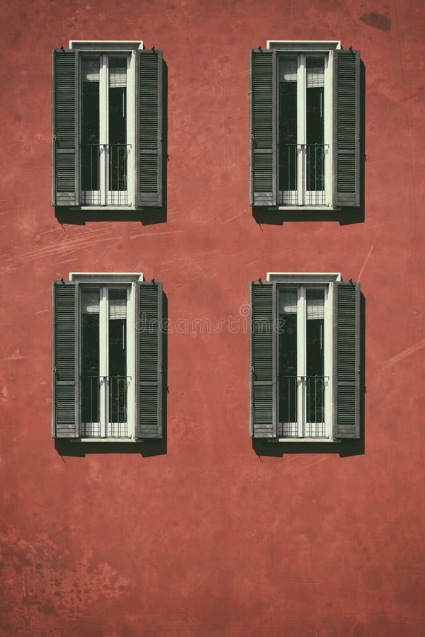 Fenêtre de vintage Fenêtre italienne classique milan l'Italie Chambre, maison, extérieure Vieille construction photographie stock libre de droits