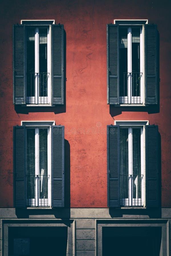 Fenêtre de vintage Fenêtre italienne classique milan l'Italie Chambre, maison, extérieure Vieille construction images libres de droits