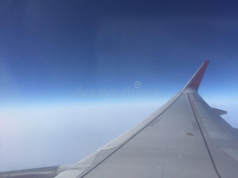 Fenêtre de vue de ciel de photos libres de droits