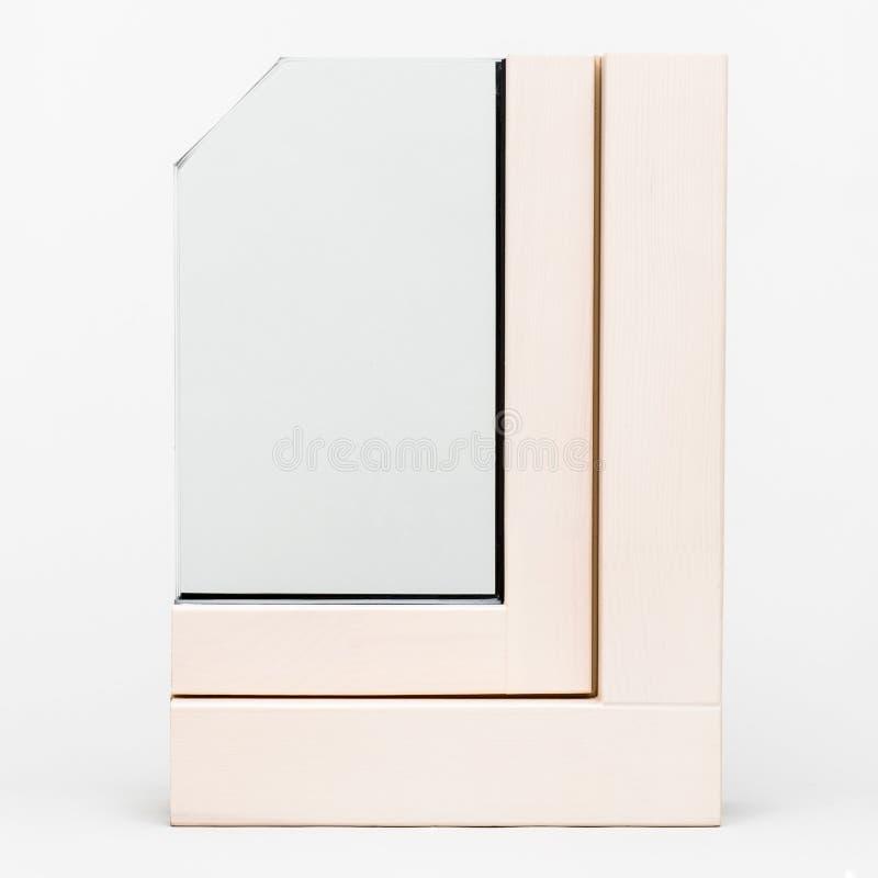 Fenêtre en bois avec l'échantillon en aluminium d'enveloppe, photos stock