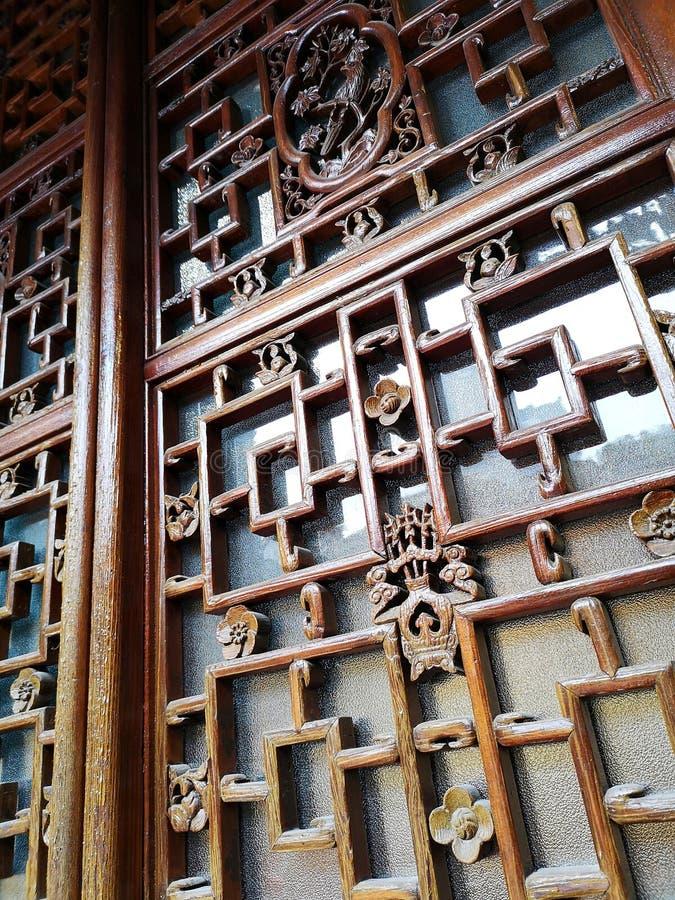 Fenêtre en bois sculpté d'origine chinoise, Chine photographie stock libre de droits
