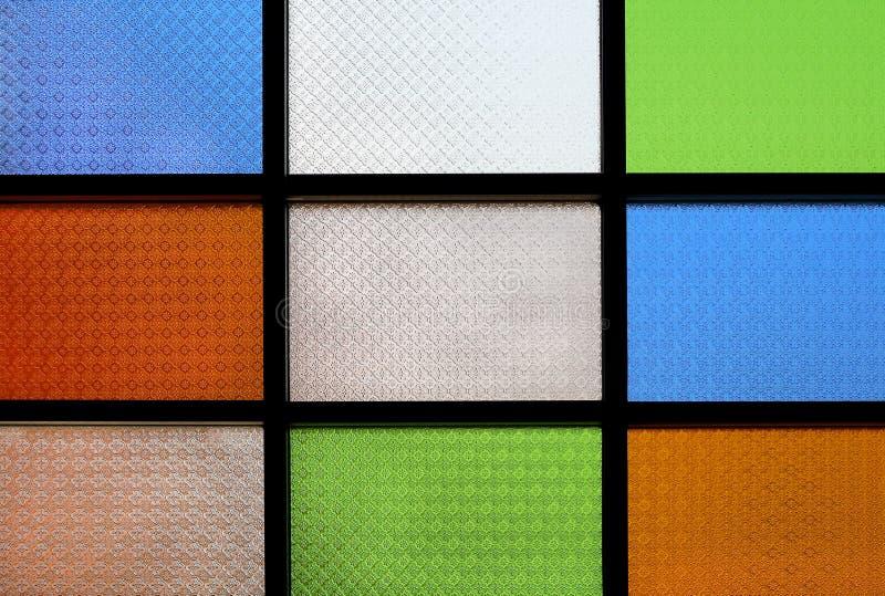 Fenêtre en verre teinté colorée pour le fond et la conception photos libres de droits