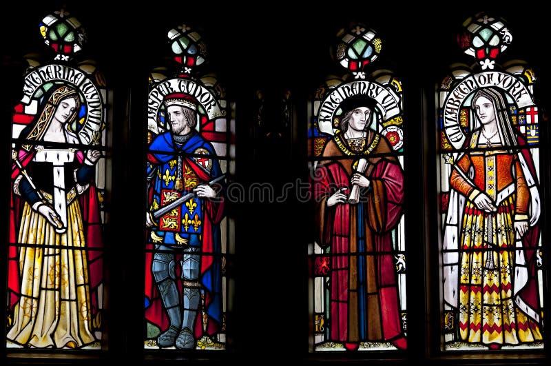 Fenêtre en verre teinté dépeignant Henry VII, Elizabeth de York, Katherine Woodville et Jasper Tudor images libres de droits