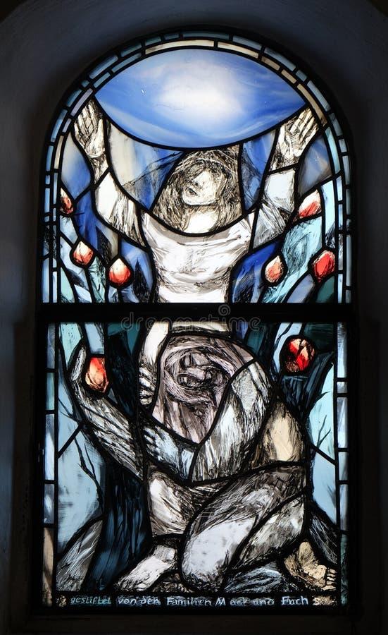 Fenêtre en verre teinté dans la chapelle dans Hutten, Allemagne image stock