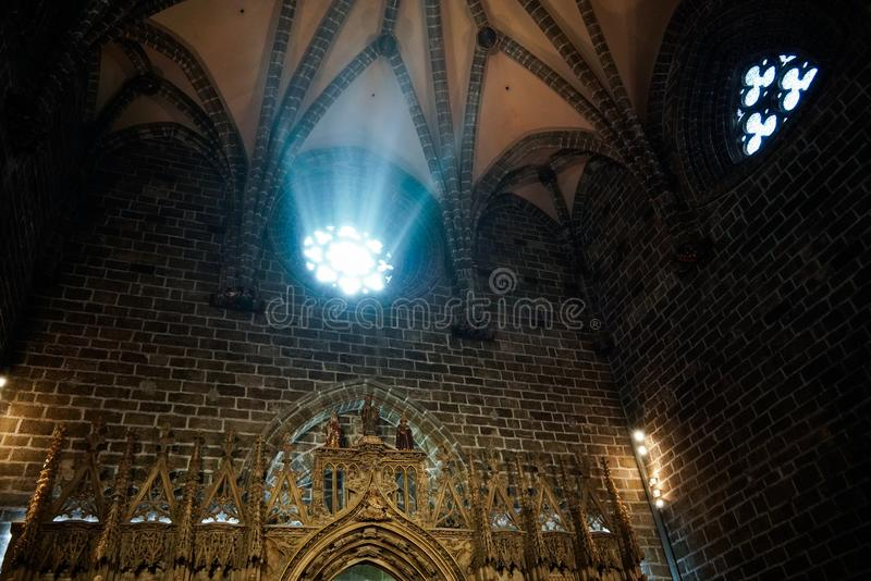 Fenêtre en verre teinté de la chapelle de Saint Graal dans la cathédrale en Valencia Spain le 27 février, image stock