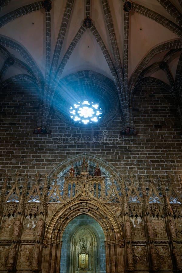 Fenêtre en verre teinté de la chapelle de Saint Graal dans la cathédrale en Valencia Spain le 27 février, photos stock