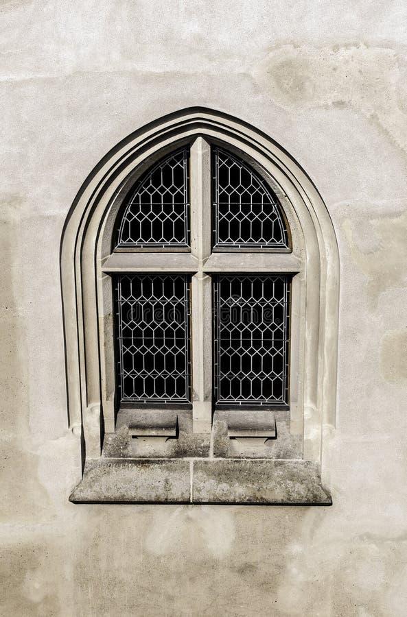Fenêtre gothique. photographie stock
