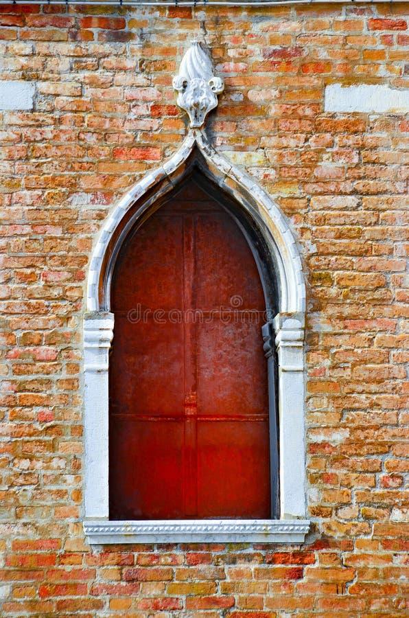 Fenêtre gothique antique traditionnelle de style, Venise, Italie image stock