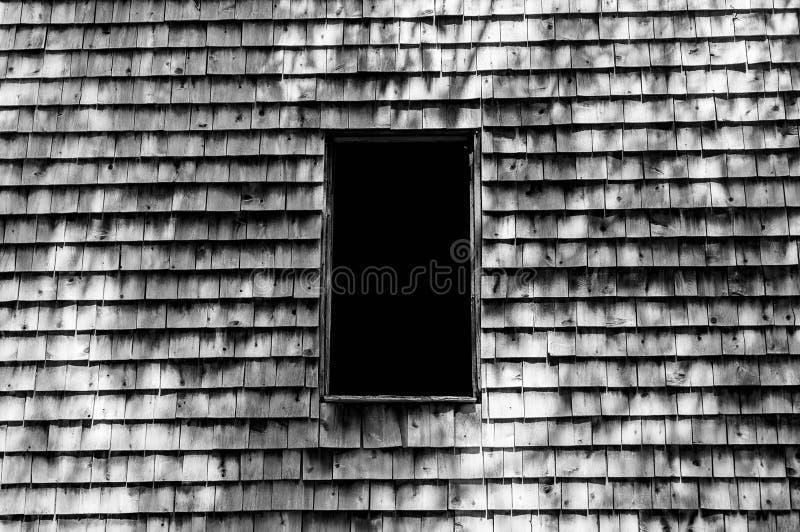 Fenêtre noire et blanche de grange photographie stock