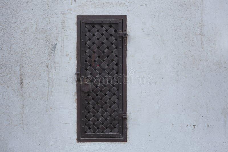 Fenêtre ornementée vieux par métal images stock