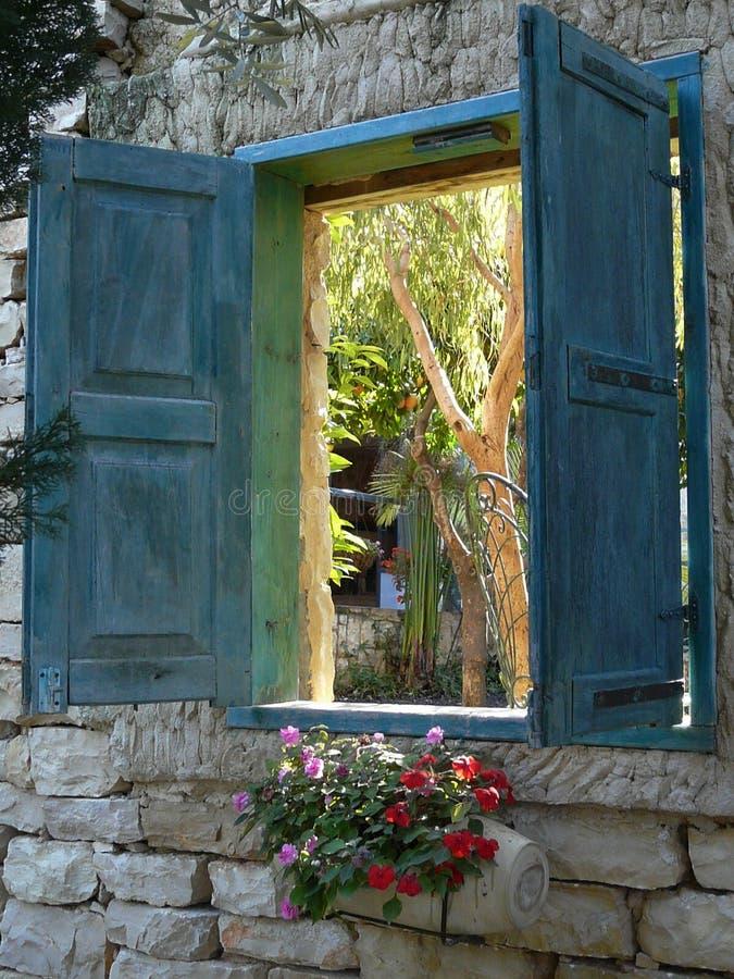 Fenêtre ouverte de jardin photo libre de droits