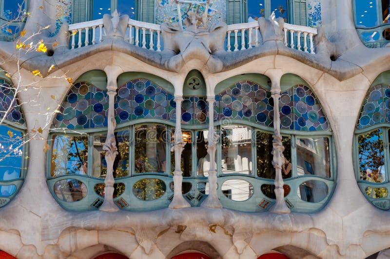 Fenêtre principale de fachade de Batllo de maison à Barcelone photographie stock