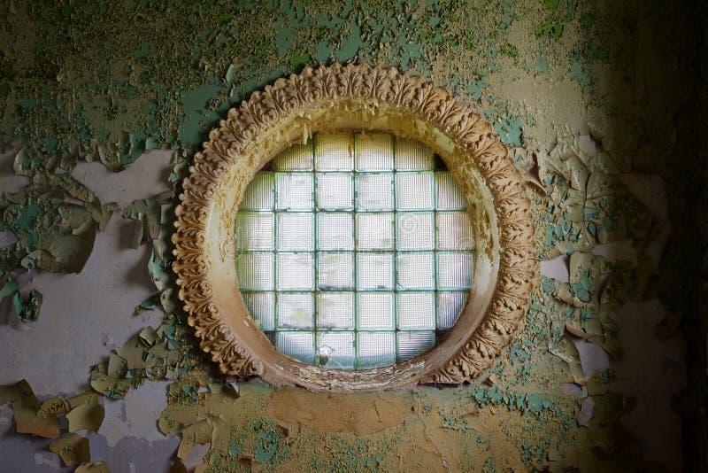 Fenêtre ronde de briques en verre photo stock