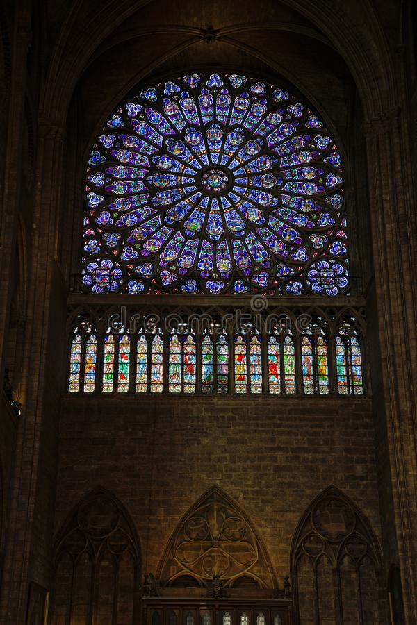 Fenêtre rose du nord de Notre Dame image libre de droits