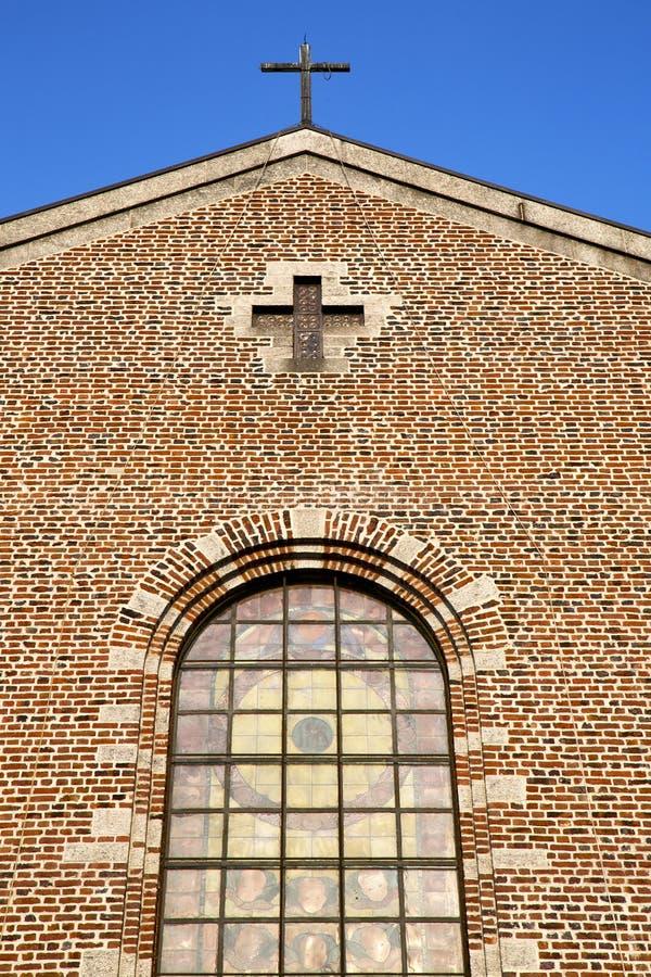 fenêtre rose Italie Lombardie la vieille église de turbigo photo stock