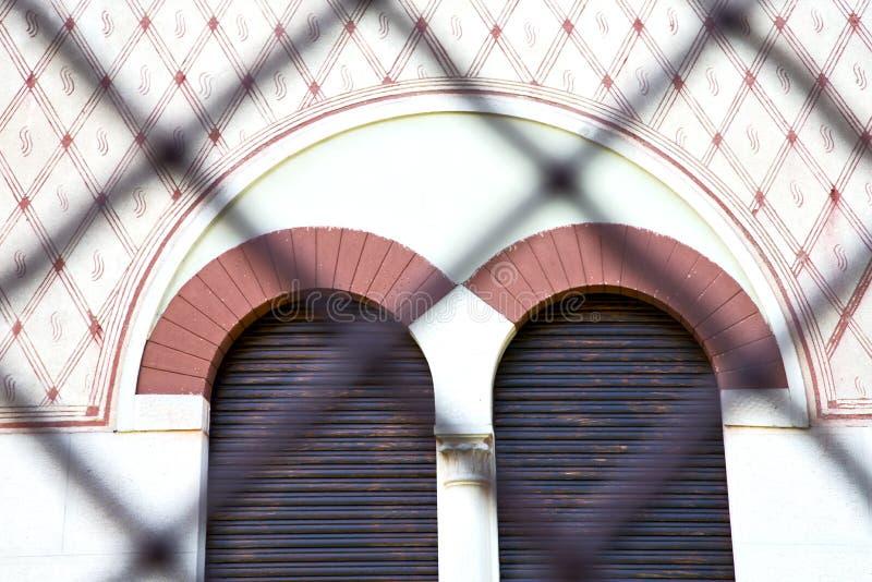 fenêtre rose Italie Lombardie la vieille tuile s d'abbiate image stock