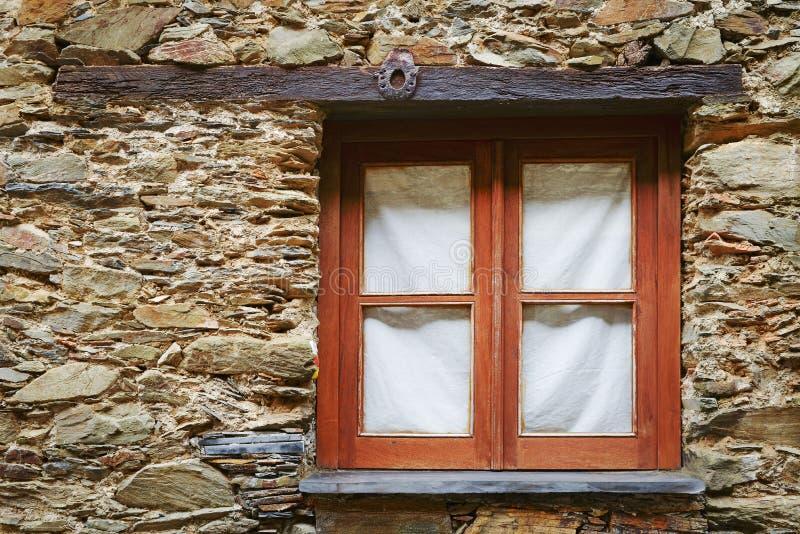 Fenêtre simple en bois image stock