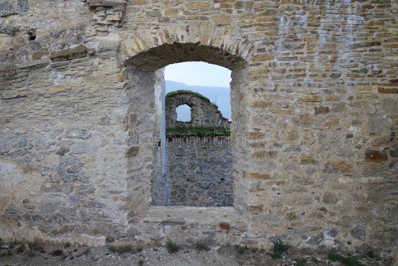 Fenêtre sur le château de Lietava, secteur de Zilina photos libres de droits