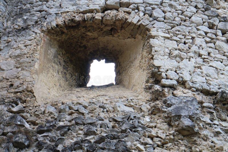 Fenêtre sur le château de Lietava, secteur de Zilina photographie stock libre de droits