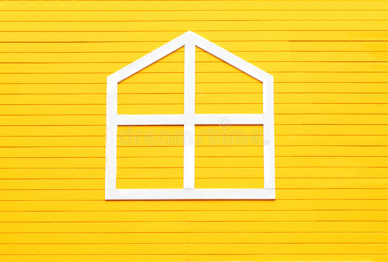 Download Fenêtre Sur Le Mur En Bois Jaune Photo stock - Image du construction, configuration: 45355530