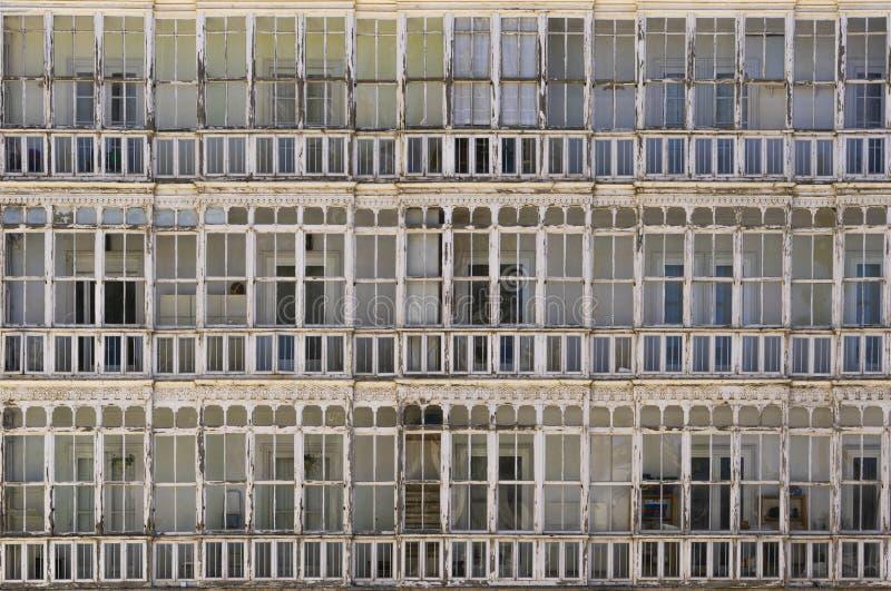 Fenêtre typique des maisons en Espagne du nord photographie stock