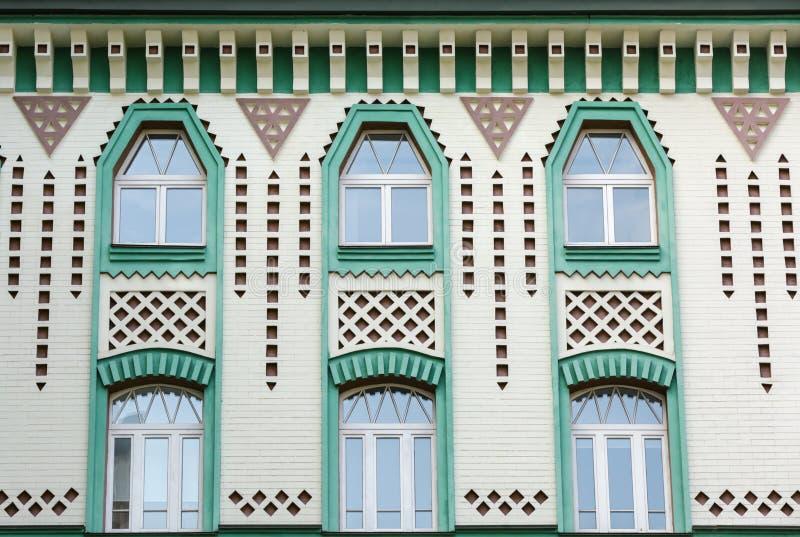 Fenêtres arquées avec le mur de briques photographie stock libre de droits