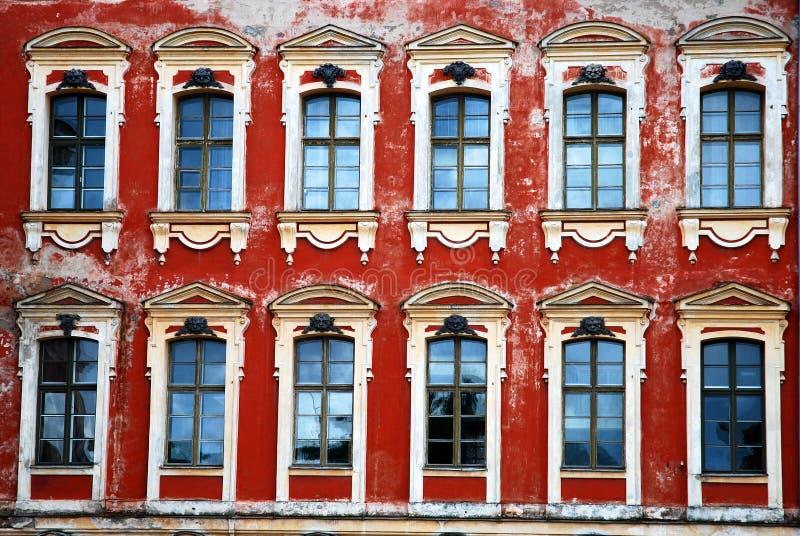 Fenêtres de palais photographie stock libre de droits