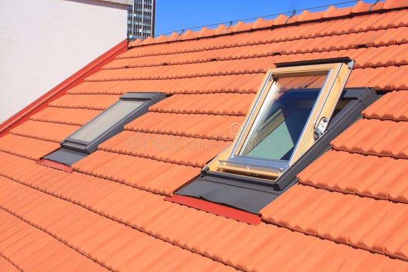 Fenêtres de toit photographie stock libre de droits