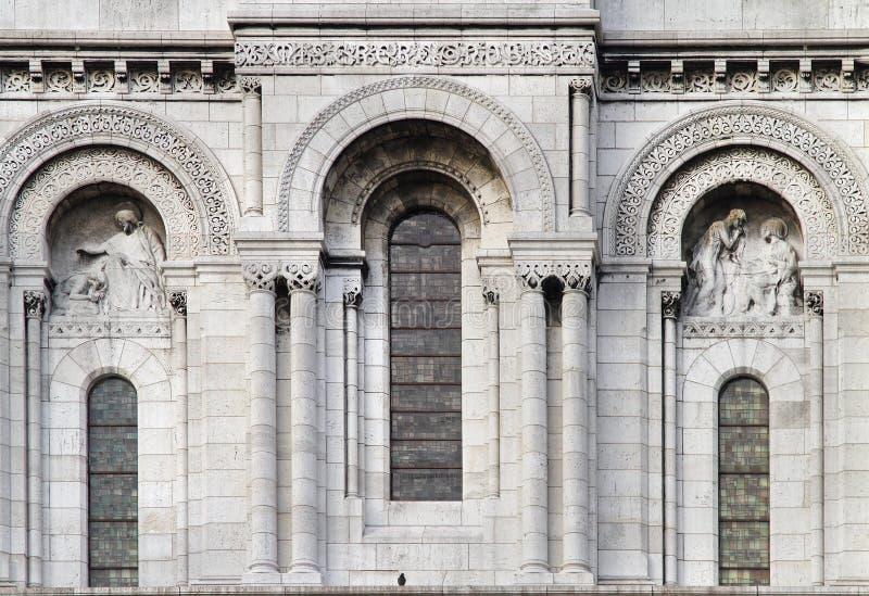 Fenêtres en pierre de façade image stock