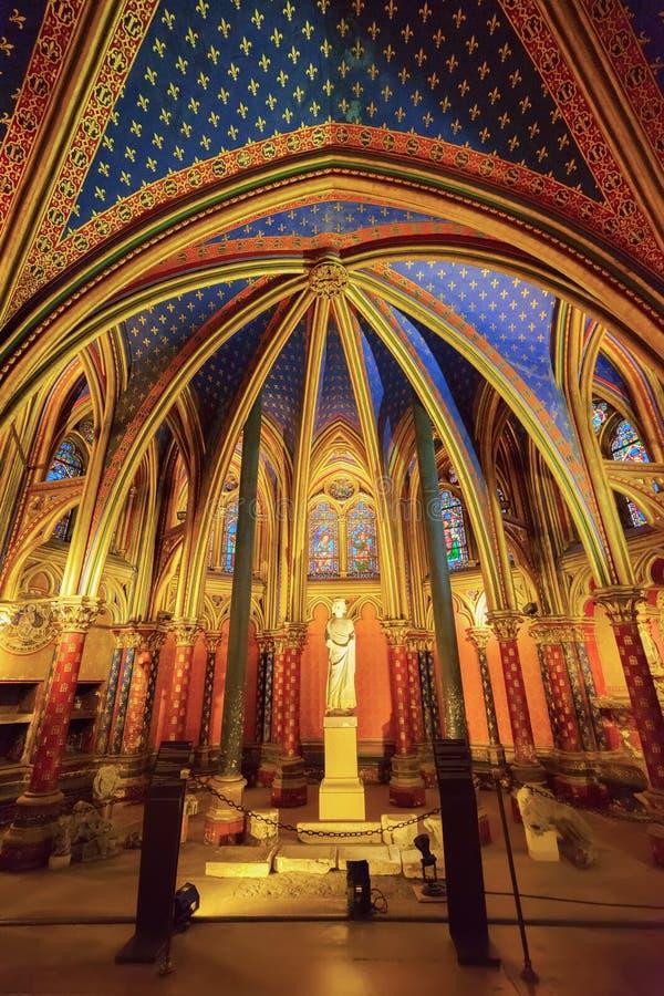 Fenêtres en verre teinté de saint Chapelle photographie stock libre de droits