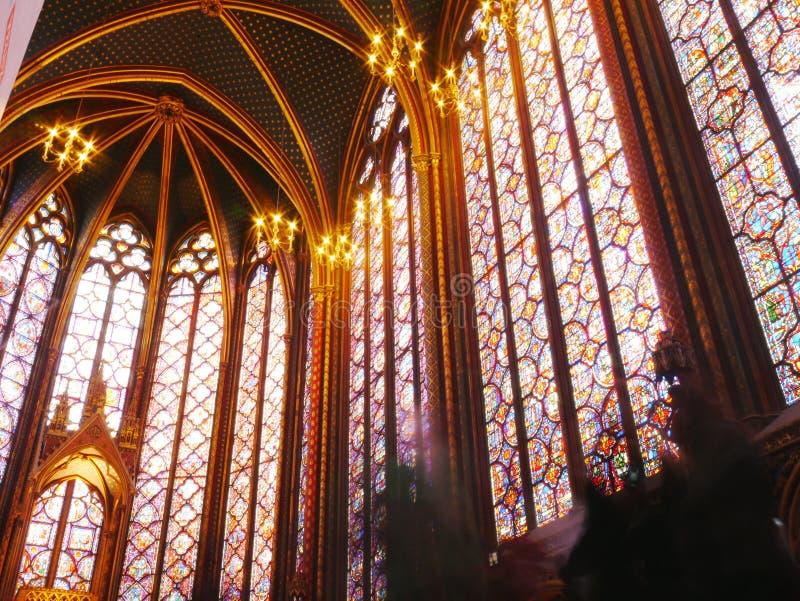 Fenêtres en verre teinté du Sainte gothique Chapelle, Paris image libre de droits