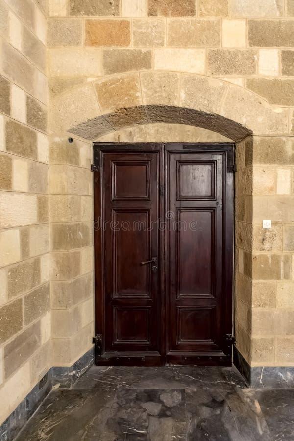 Fenêtres, portes, éléments et décorations de maisons et de bâtiments photo stock