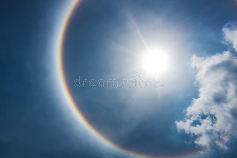 Fenômeno bonito fantástico do halo do sol Natureza da serenidade imagens de stock