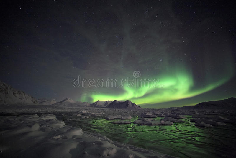 Fenômeno natural de luzes do norte fotografia de stock royalty free