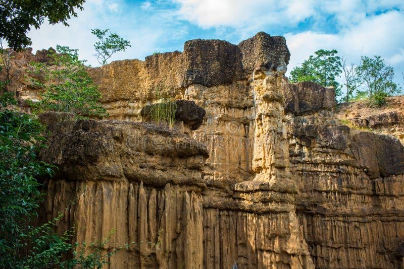 Fenômeno natural do penhasco corroído, colunas do solo, rocha sculptured pela água, vento por milhão anos imagem de stock royalty free